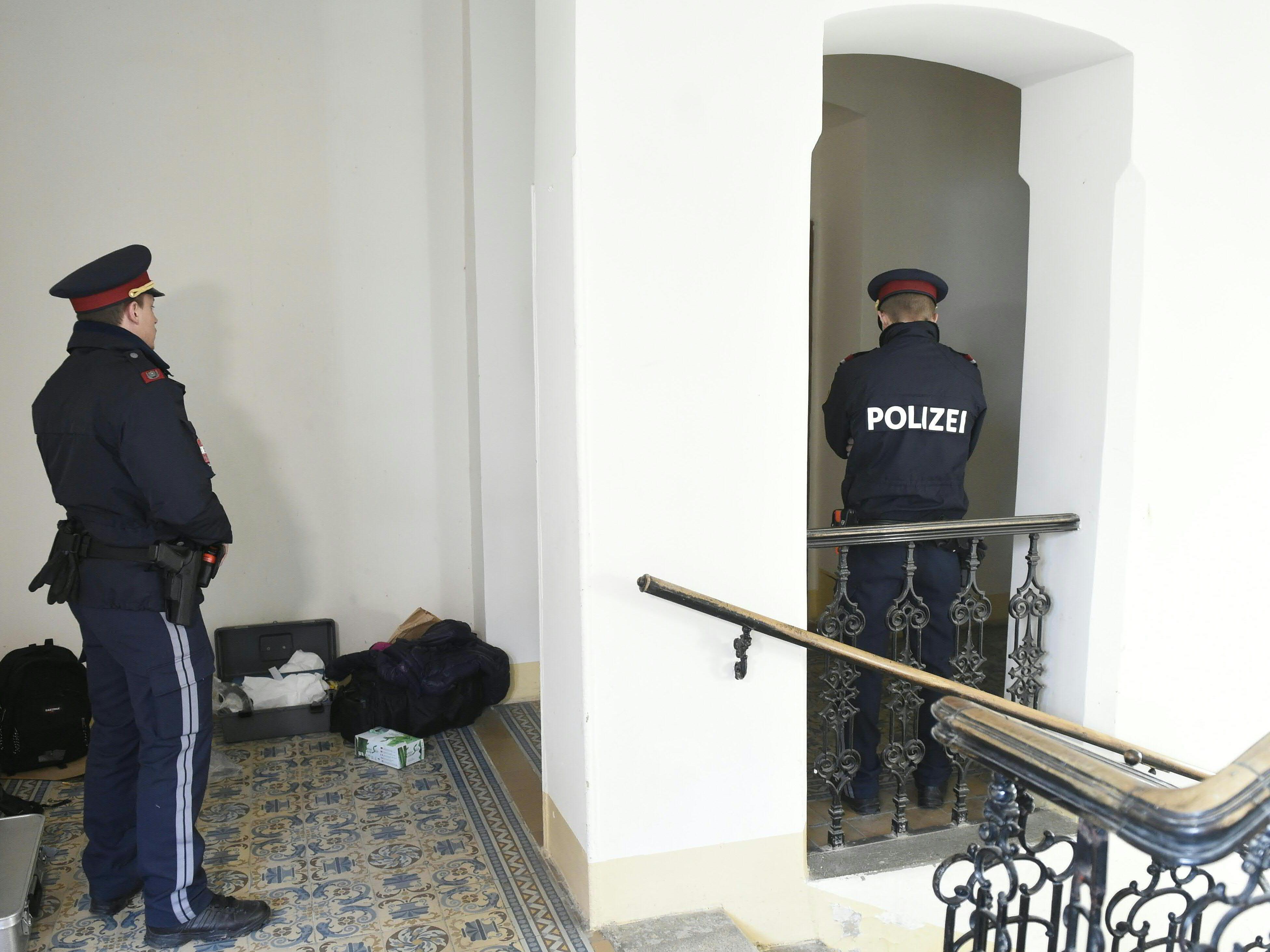 Mann in Wien mit Axt getötet: Verdächtiger lebte Monate neben Leiche