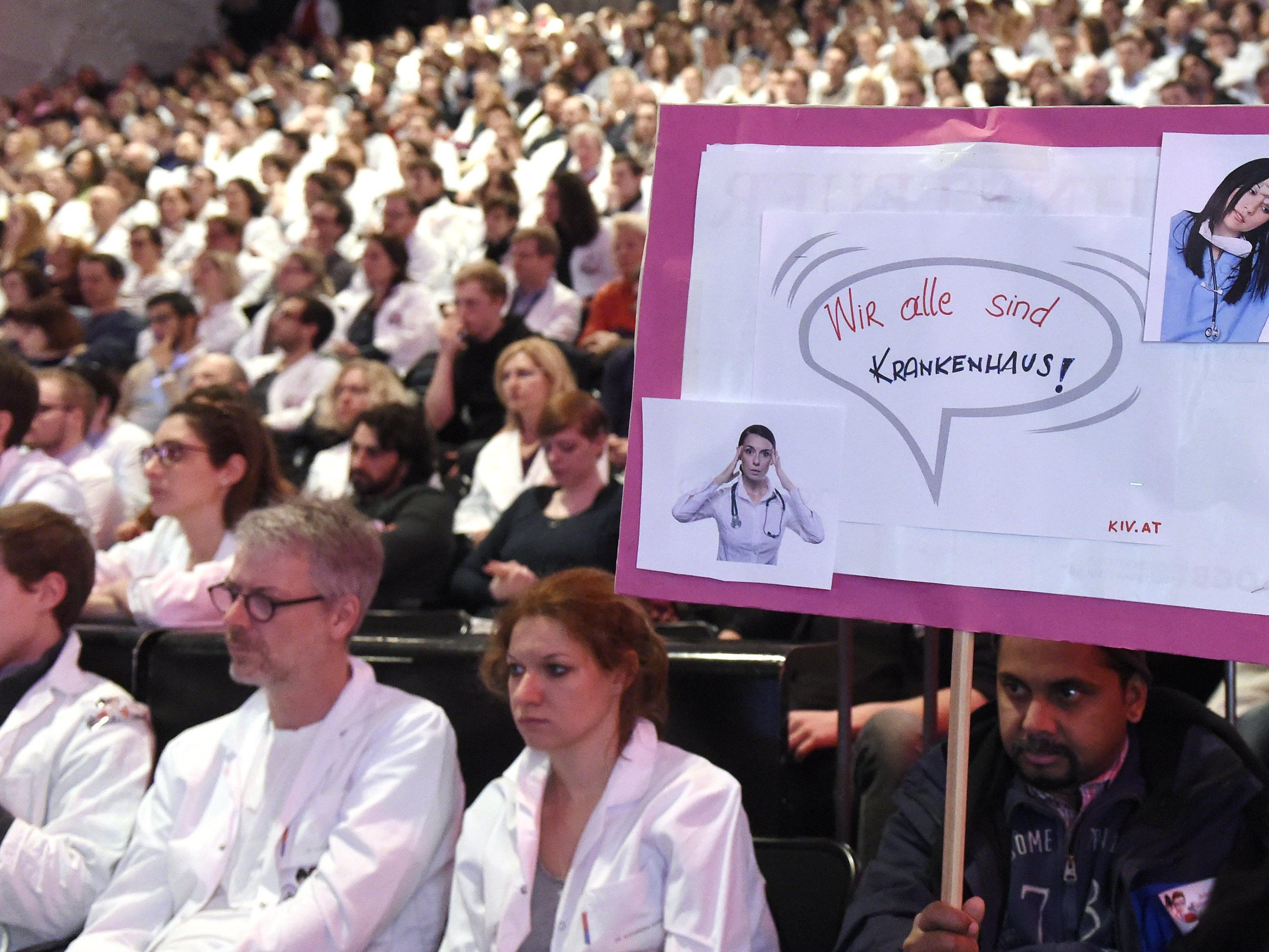 Spitalsärzte - Großer Andrang bei Kundgebung der Wiener Mediziner