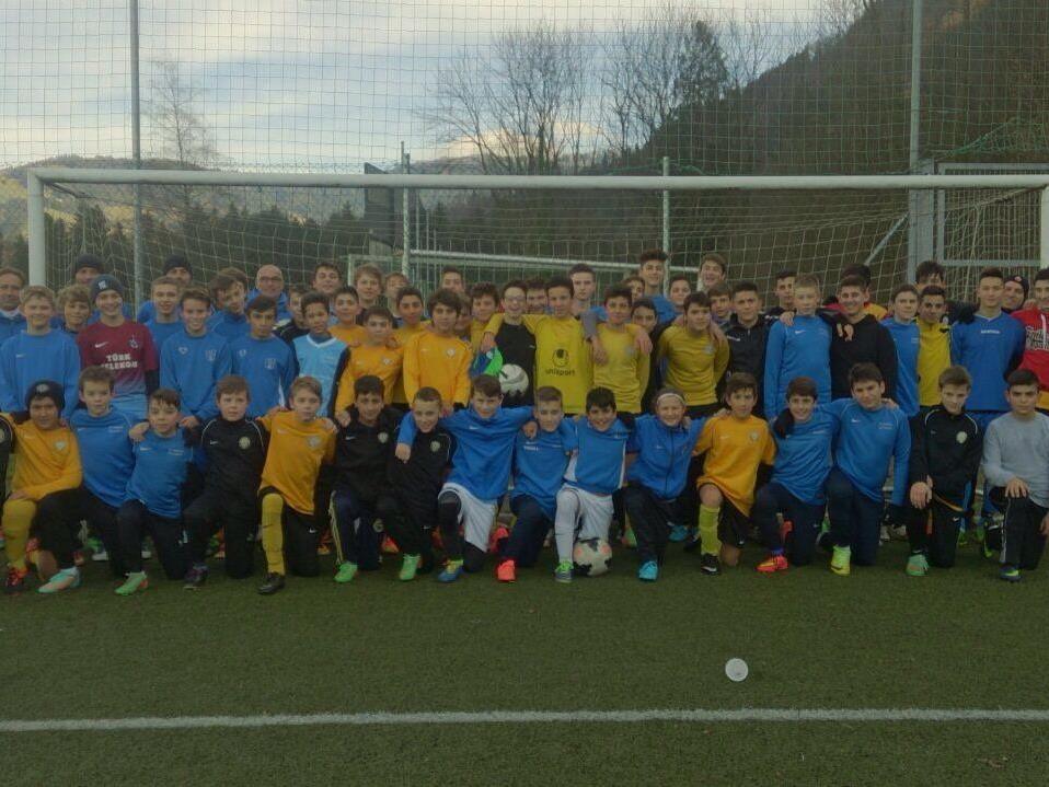 Das gemeinsame Training des SC Admira Dornbirn der SC Graf Halterdorf Kickers kommt bei den Nachwuchsfußballern super an.