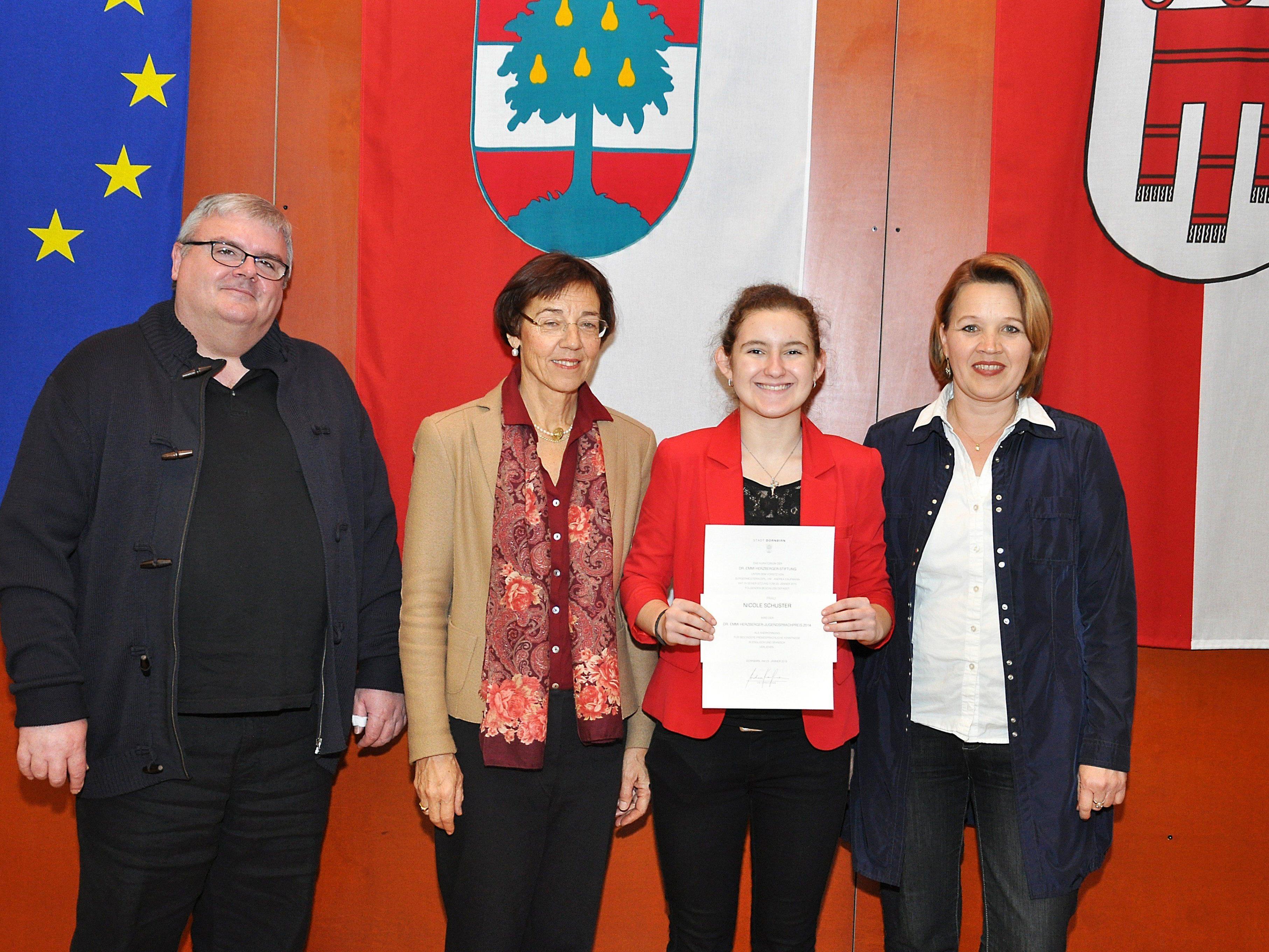 Für ihre herausragenden Sprachkenntnisse bekam Nicole Schuster den diesjährigen Sprachpreis.