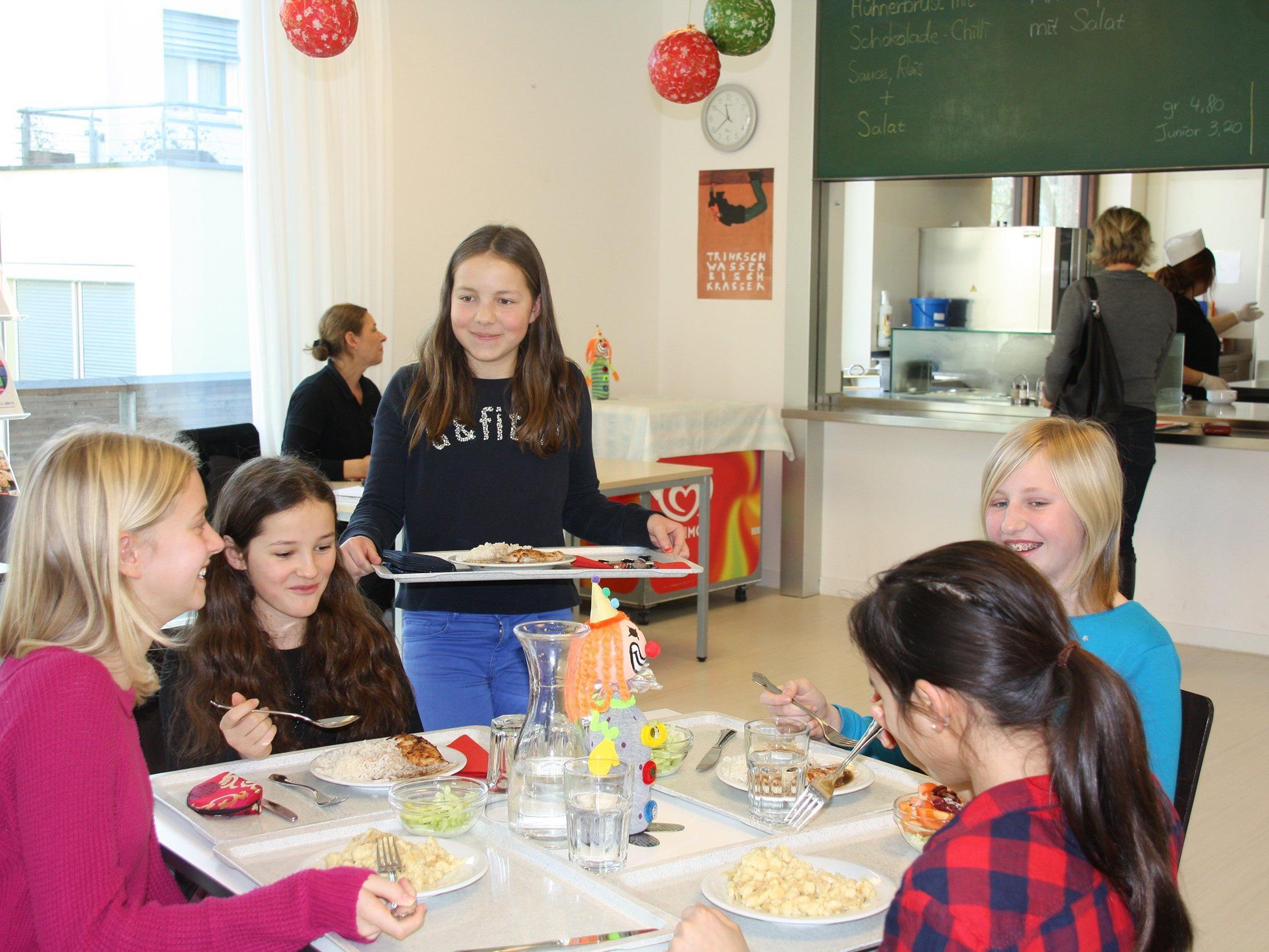 Kinder und Jugendliche schätzen frisch zubereitete Mittagsgerichte