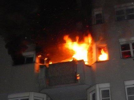 Vier Personen wurden nach dem Brand ins Spital gebracht.