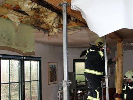 13 Feuerwehrleute waren am Montag wegen des Wasserschadens im Einsatz.