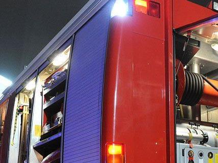 Wegen eines Wohnungsbrandes rückte am Montagabend die Feuerwehr aus.