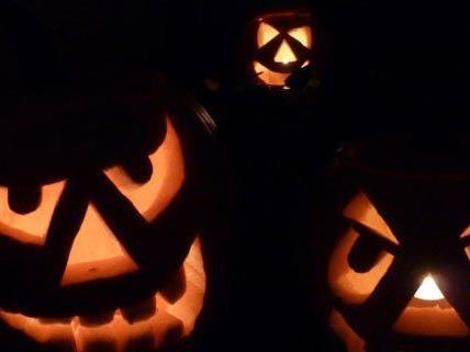 In der Halloween-Nacht verursachten Sprayer großen Schaden.