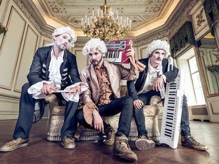 Das Trio Johann Sebastian Bass hebt sich optisch und musikalisch von den anderen Teilnehmern ab.