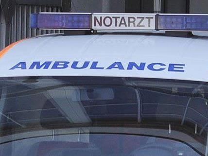 Von der Rettung wurde der Schwerverletzte ins Spital gebracht.