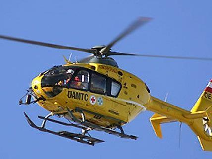 Mit dem Rettungshubschrauber wurde der Schwerverletzte ins Spital gebracht