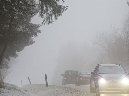 Auf schneebedeckter Fahrbahn kam es in NÖ zu einem Unfall.