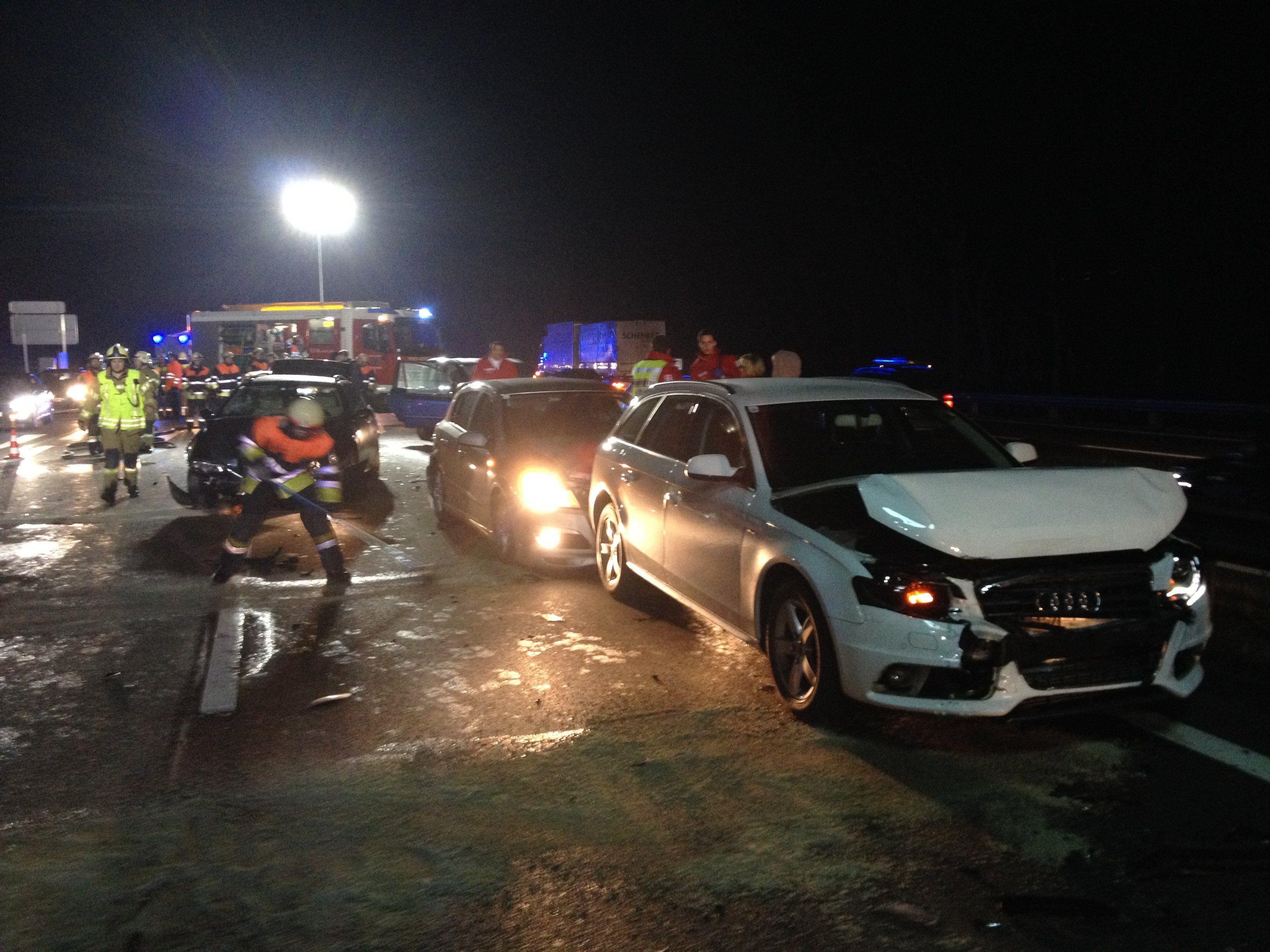 Mehrere Verletzte bei Massenkarambolage auf A14.