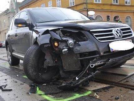 An beiden beteiligten Fahrzeugen entstand ein Totalschaden.