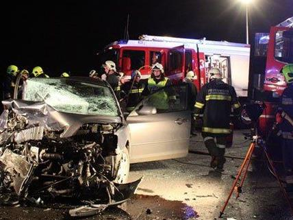 Vier Personen wurden bei dem Unfall im Bezirk Tulln verletzt.