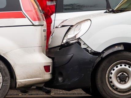 Bei dem Unfall entstand an allen Fahrzeugen Sachschaden.