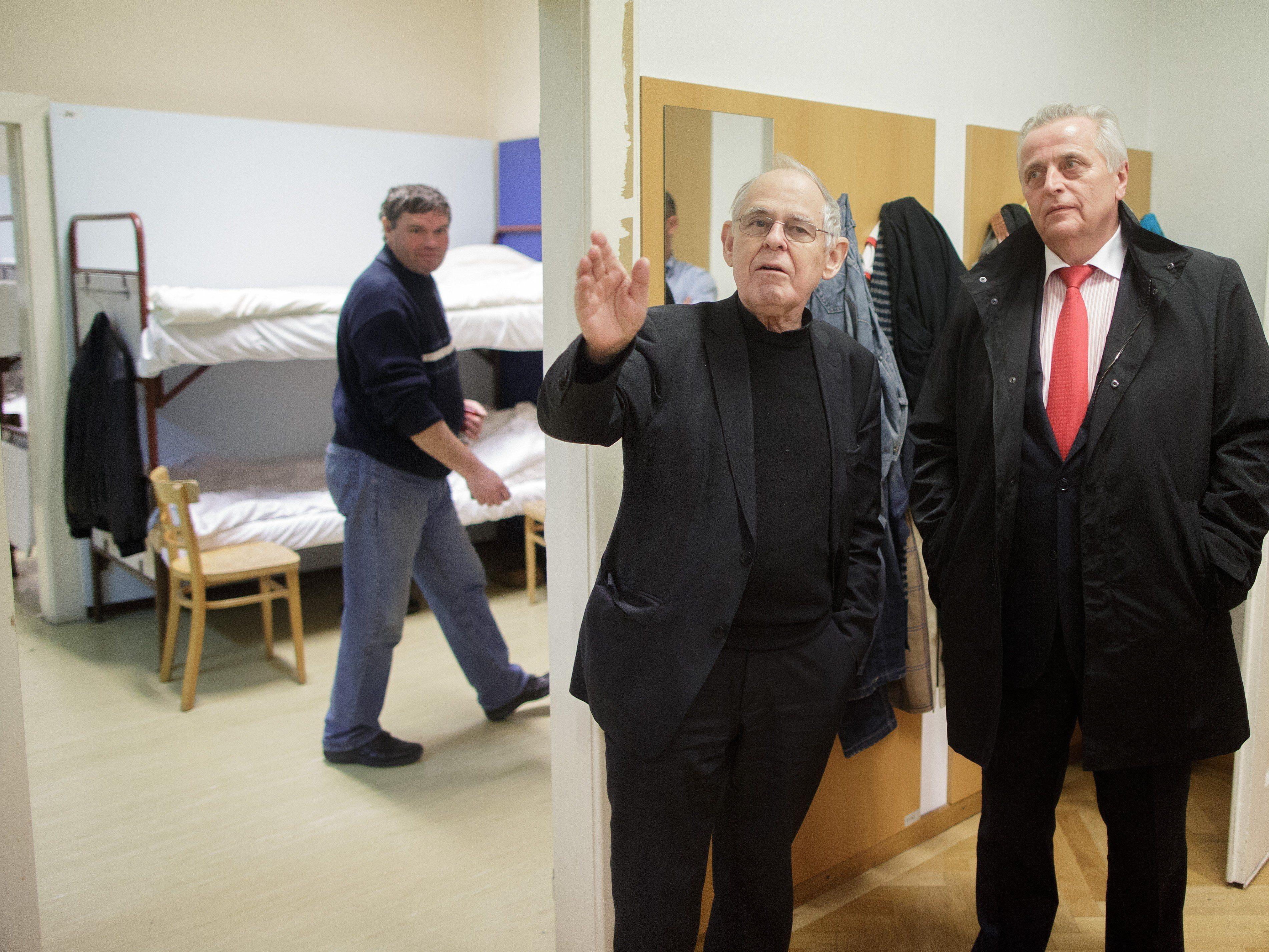 VinziPort-Initiator Pfarrer Wolfgang Pucher (L) und Bundesminister Rudolf Hundstorfer.