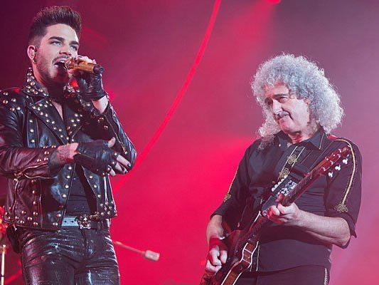 Brian May (R) und Adam Lambert von Queen beim Konzert in Wien