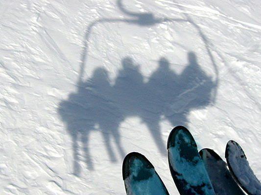 Der Achtjährige stürzte aus dem Lift, weil ein Erwachsener den Bügel öffnete