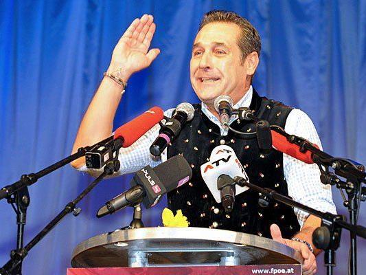 """FPÖ-Bundesparteiobmann Heinz-Christian Strache beim """"Rieder Aschermittwoch"""" 2015"""