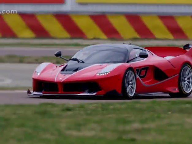 Sebastian Vettel im Ferrari FXX K unterwegs.