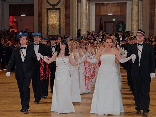 Dass die Burschenschafter den Akademikerball in der Hofburg feiern, ist vielen ein Dorn im Auge