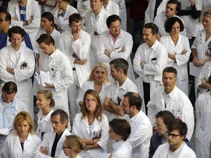 """Spitalsärzte - Wiener AKH: Wieder keine Einigung, aber """"Bewegung"""""""