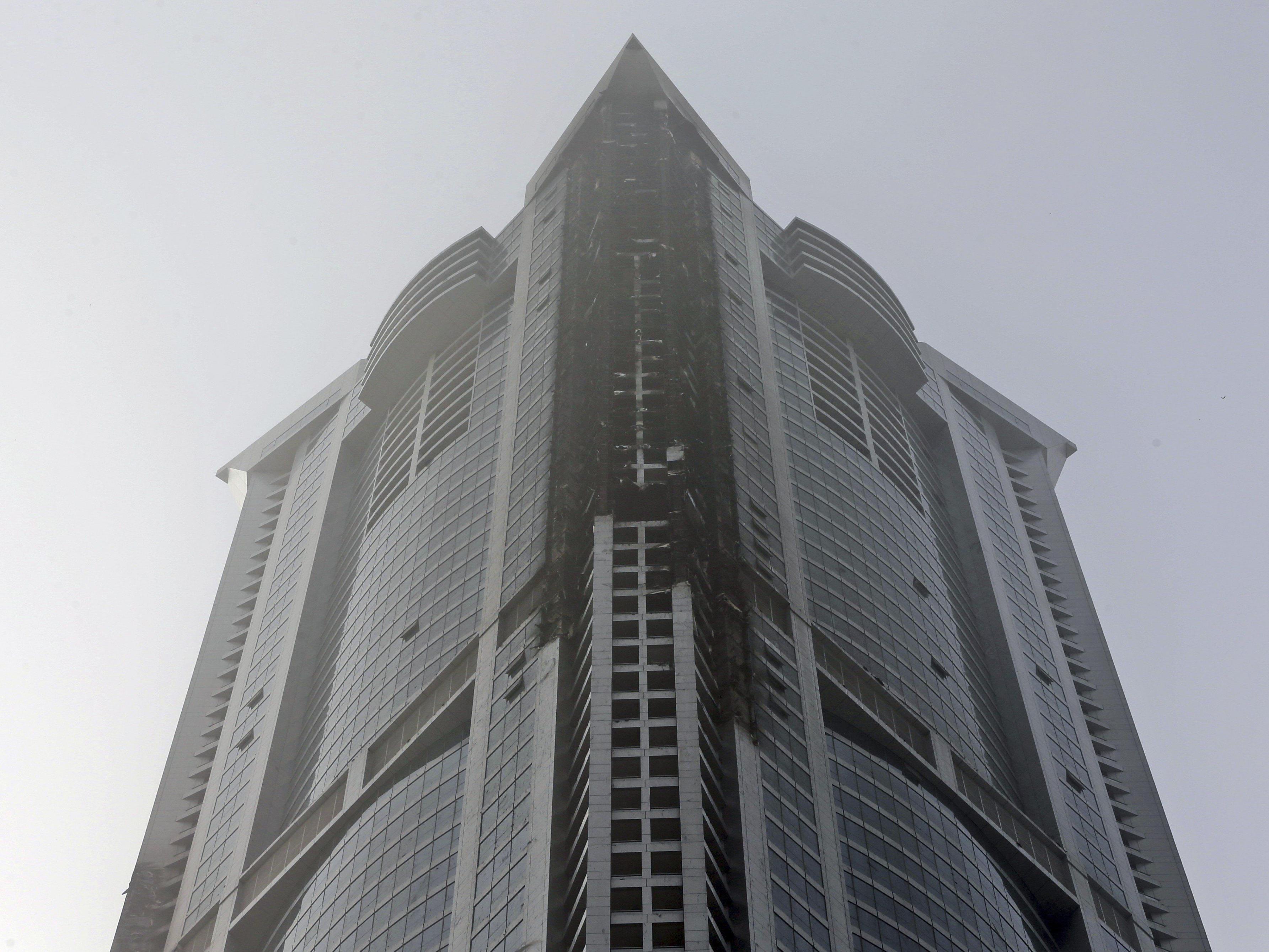 Dubai: In einem Wohnwolkenkratzer brach am Freitag ein Feuer aus.