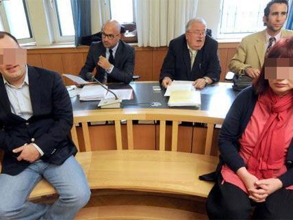 Der Prozess zieht sich hin - hier der Chefinspektor und die Russin beim Prozess 2011