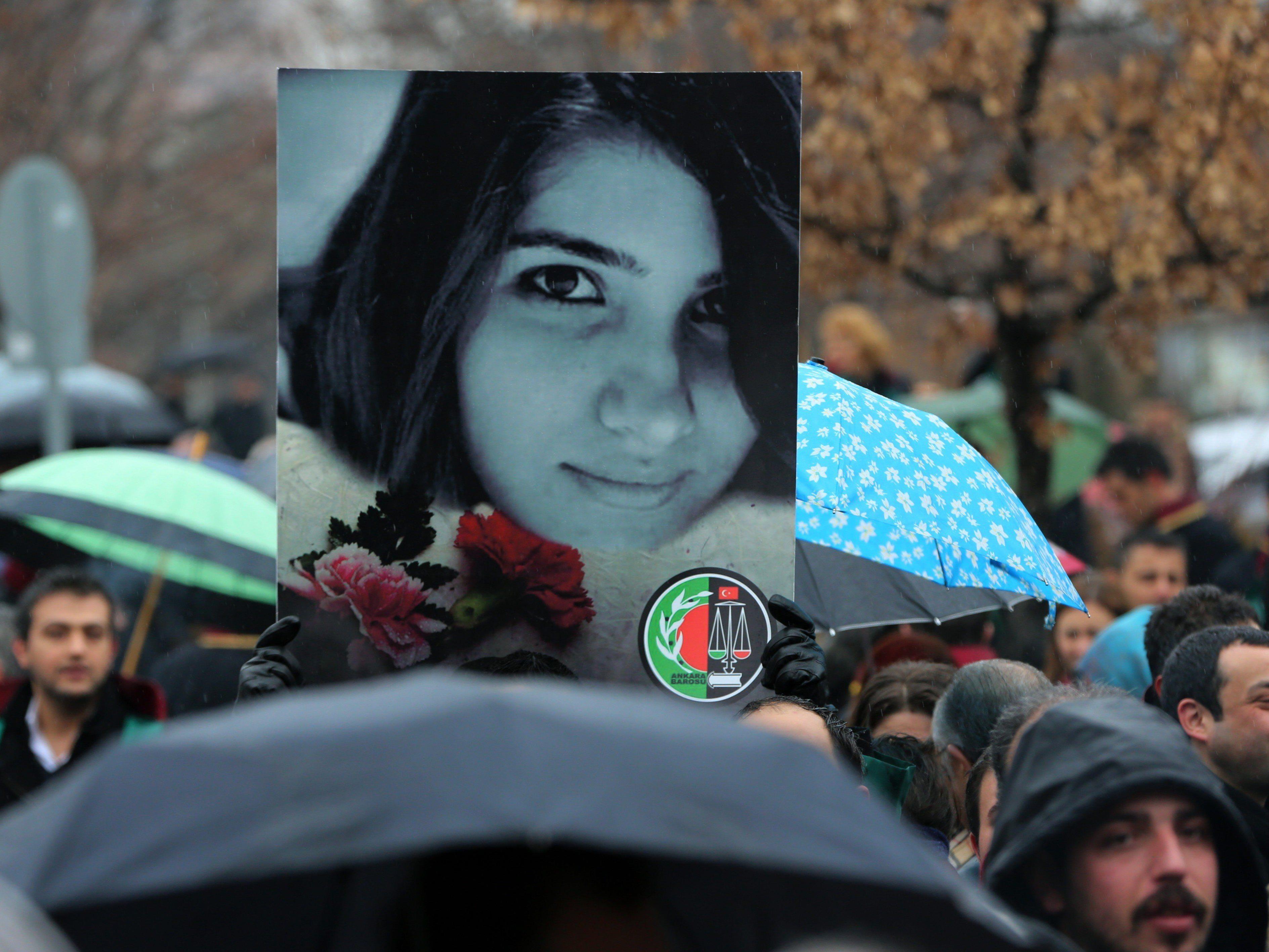 Proteste nach Mord an Ozgecan Aslan (20) in der Türkei weiten sich aus.