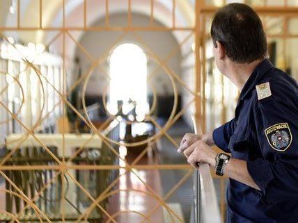 Schwere Vorwürfe gegen einen Wachebeamten in der JA Josefstadt
