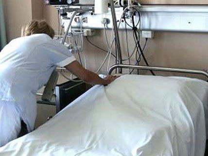 Vom Krankenbett aus wickelte die Frau ihre Geschäfte ab.