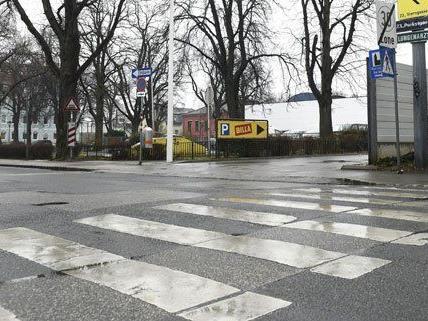 Auf offener Straße wurde einem Mann in den Kopf geschossen.