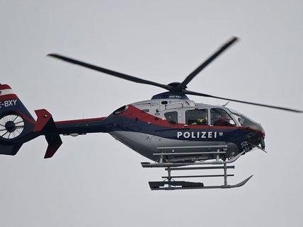 Mit dem Polizeihubschrauber wurde der Tote geborgen.