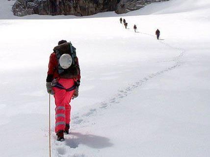 Wiener Skitourengeher am Dachstein aus Schneesturm gerettet.