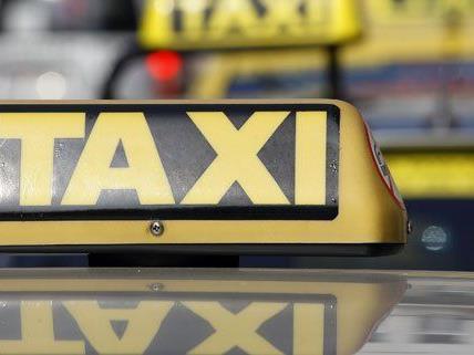 Ein Taxilenker in Wien alarmierte am Sonntag die Polizei.