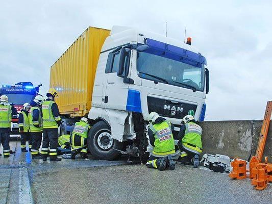 Am Montag ereignete sich ein schwerer Verkehrsunfall auf der A2.