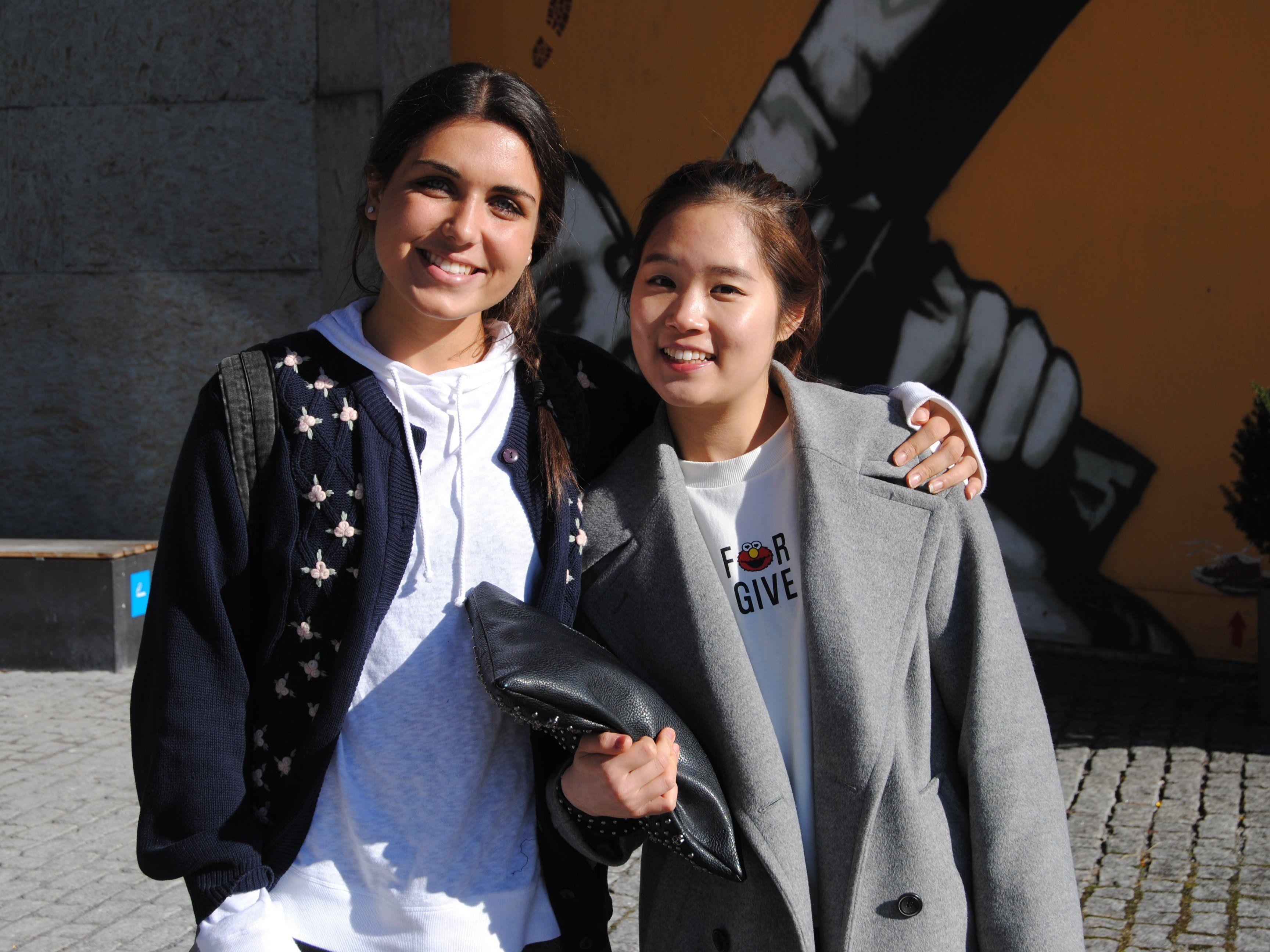 Madeleine Dudley aus Sidney und Da Jeen Lee aus Seoul.