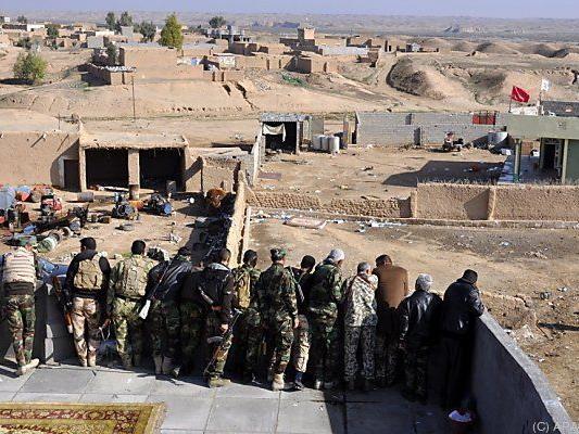 Irakische Truppen kreisen Tikrit ein