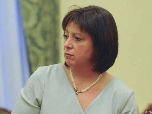 Finanzministerin Jaresko verkündet Entscheidung