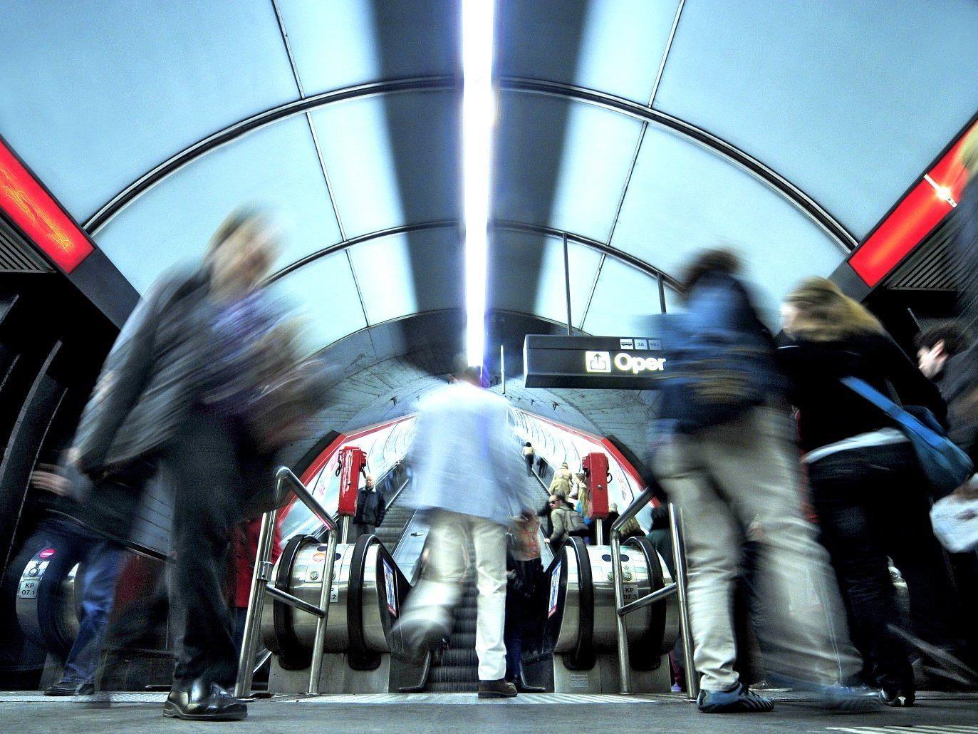 Alle Fahrgäste mussten die Station Karlsplatz verlassen.
