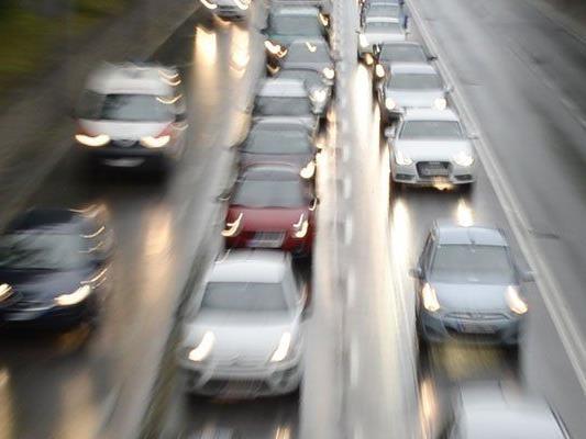 Verkehrsunfall mit mehreren Kfz auf A2 im Bezirk Mödling
