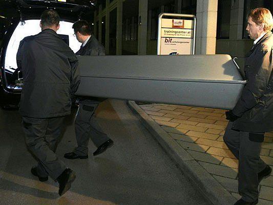 Abtransport der Leiche nach der Messer-Attacke in Liesing