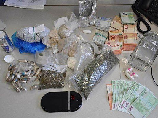 Verschiedenste Drogen und Bargeld wurden in Ottakring sichergestellt