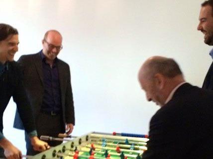 Jürgen Furian (Pioneers), Oliver Holle (Speedinvest), Hansi Hansmann (Speedinvest) und Andreas Tschas (Pioneers) im neuen Pioneers & Speedinvest Office im Palais Eschenbach.