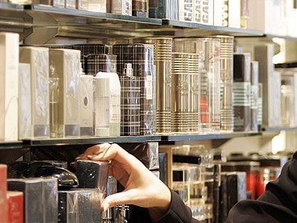 Der Ladendieb hatte es auf teure Parfums abgesehen.