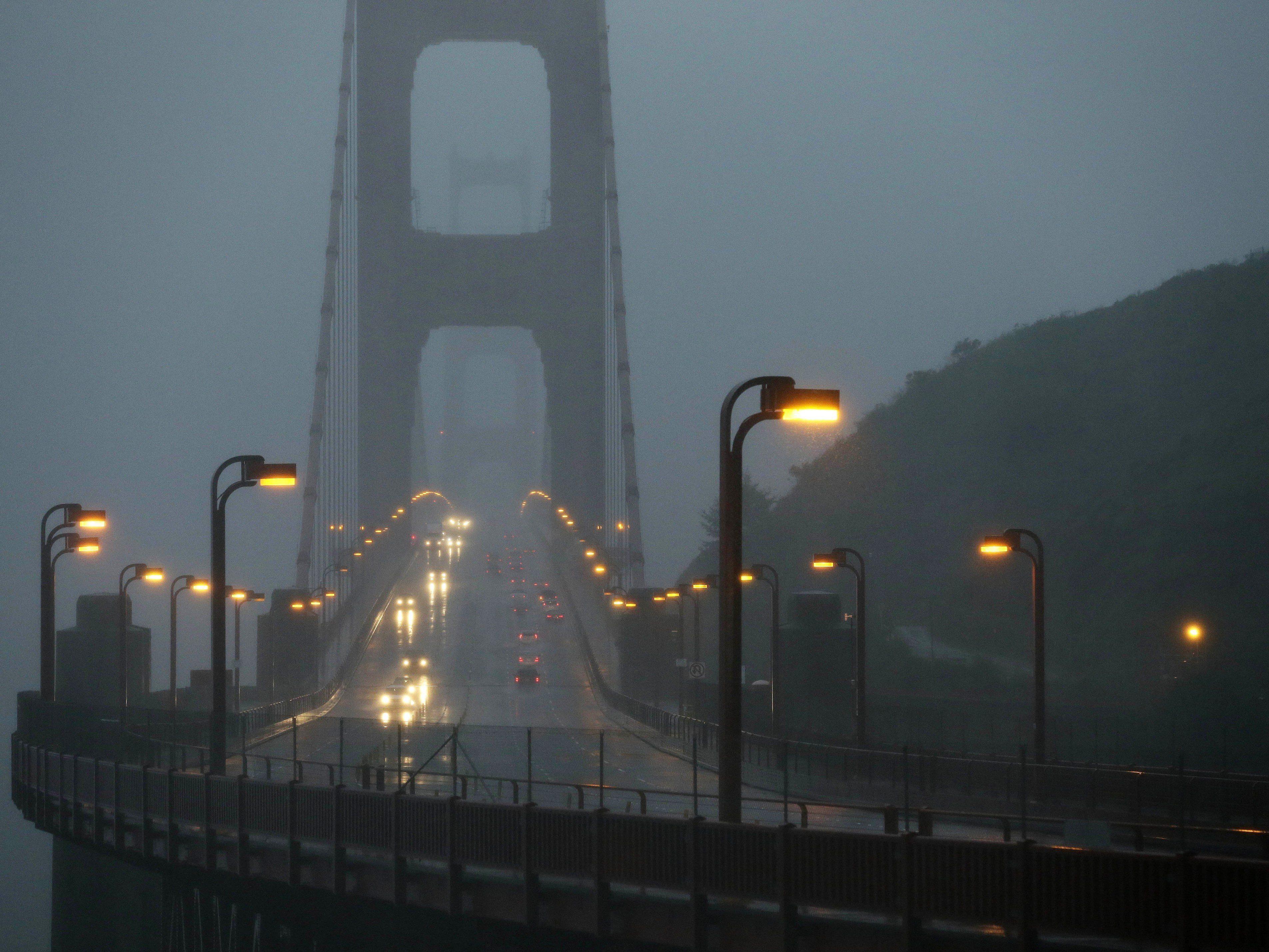 Weniger als ein Prozent überlegen den Sprung von der roten Brücke.