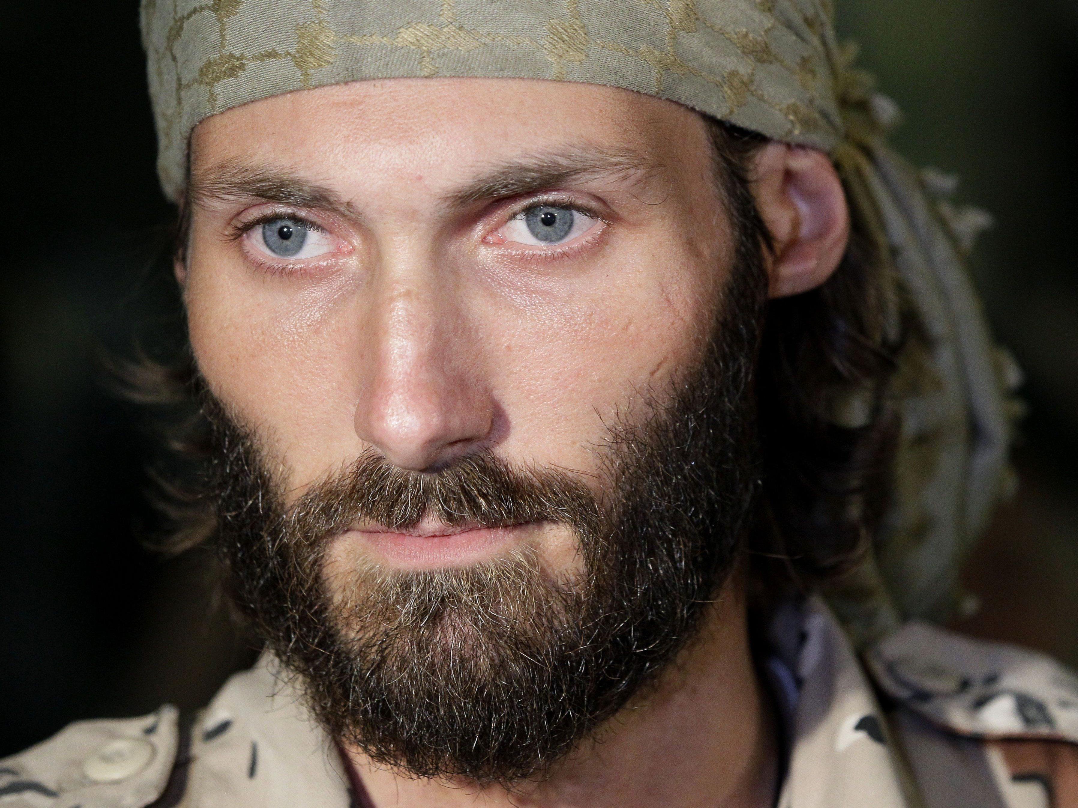US-Bürger Matthew VanDyke bildet Christenmiliz für Kampf gegen IS aus.