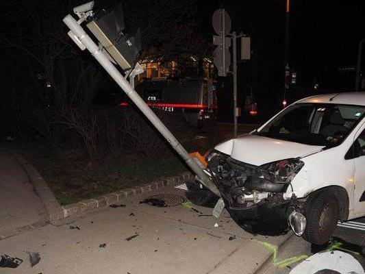 Der 24-jährige Alko-Lenker wurde bei dem Unfall verletzt.