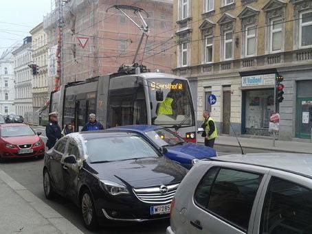 Erneut kam es in Wien zu einem Unfall zwischen einem Pkw und einer Bim.