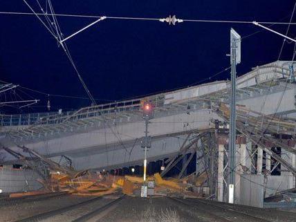 Die demolierte Murbrücke an der S35