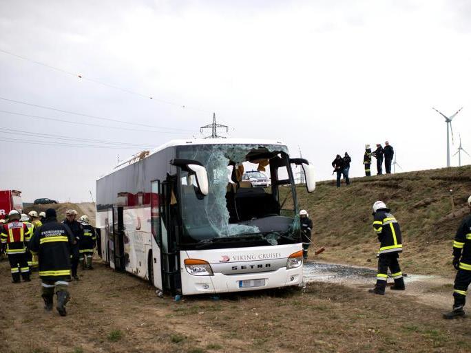 Bei dem Busunglück gab es zahlreiche Verletzte.