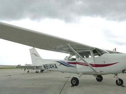 Glück im Unglück hatten die Insassen des Kleinflugzeugs.
